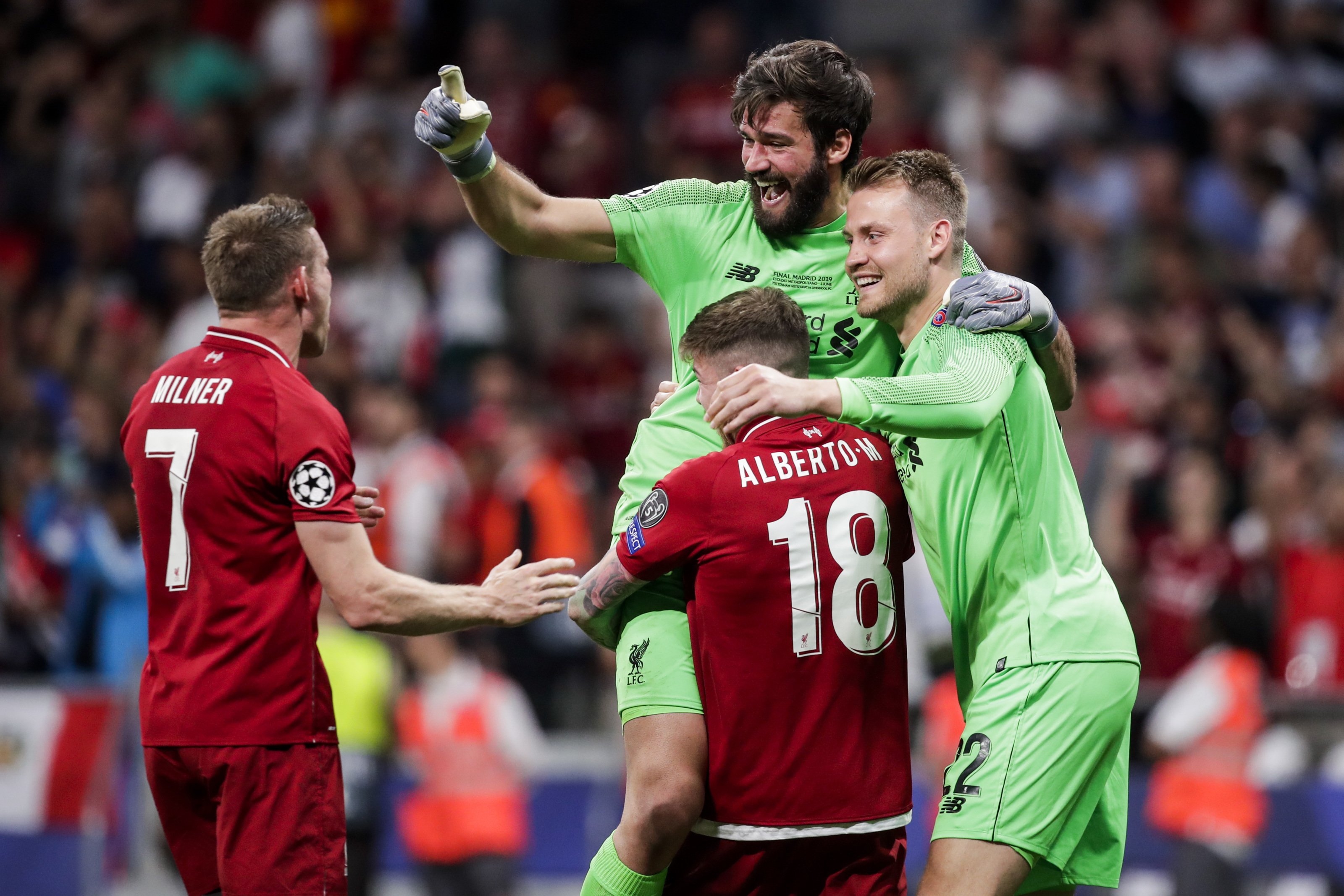Simon Mignolet learns from the best and grabs an assist