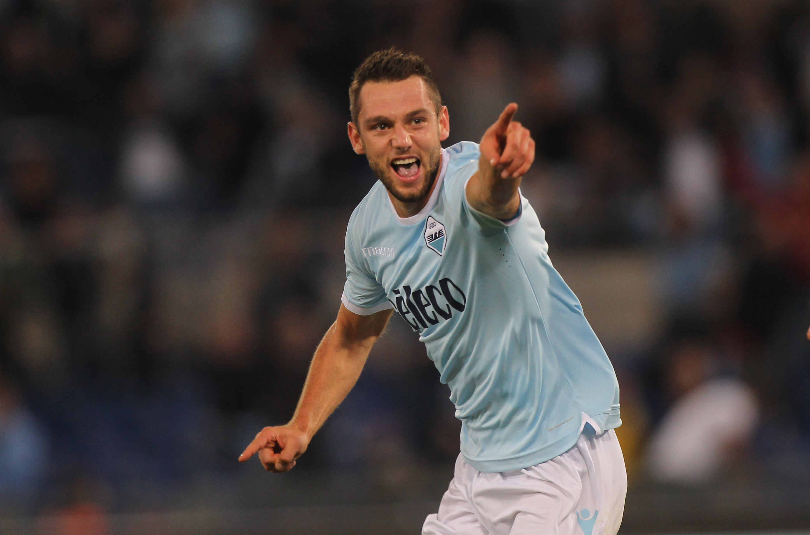 Stefan de Vrij Stalls on Contract Amid Latest Rumours